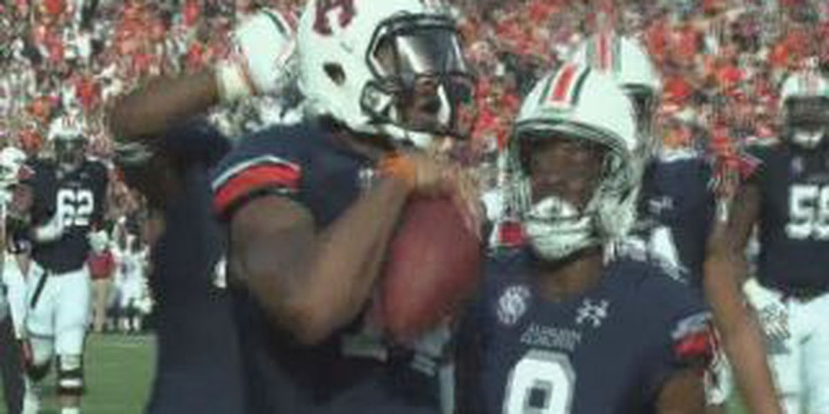 Auburn pulls away late, defeaters Arkansas 45-21