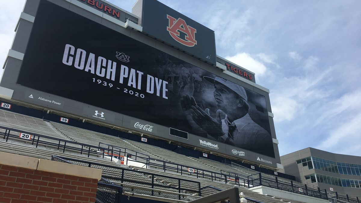 Many remember legendary Auburn coach Pat Dye