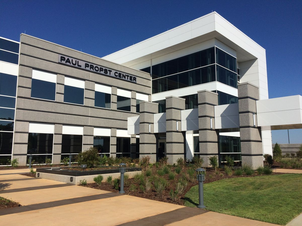 HudsonAlpha holds ribbon cutting for Paul Propst Center