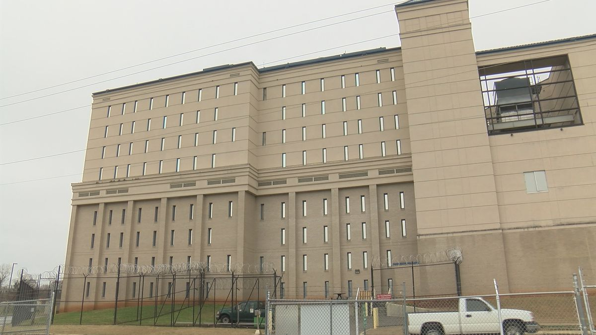 Four inmates hospitalized after coming into contact with chemical substance