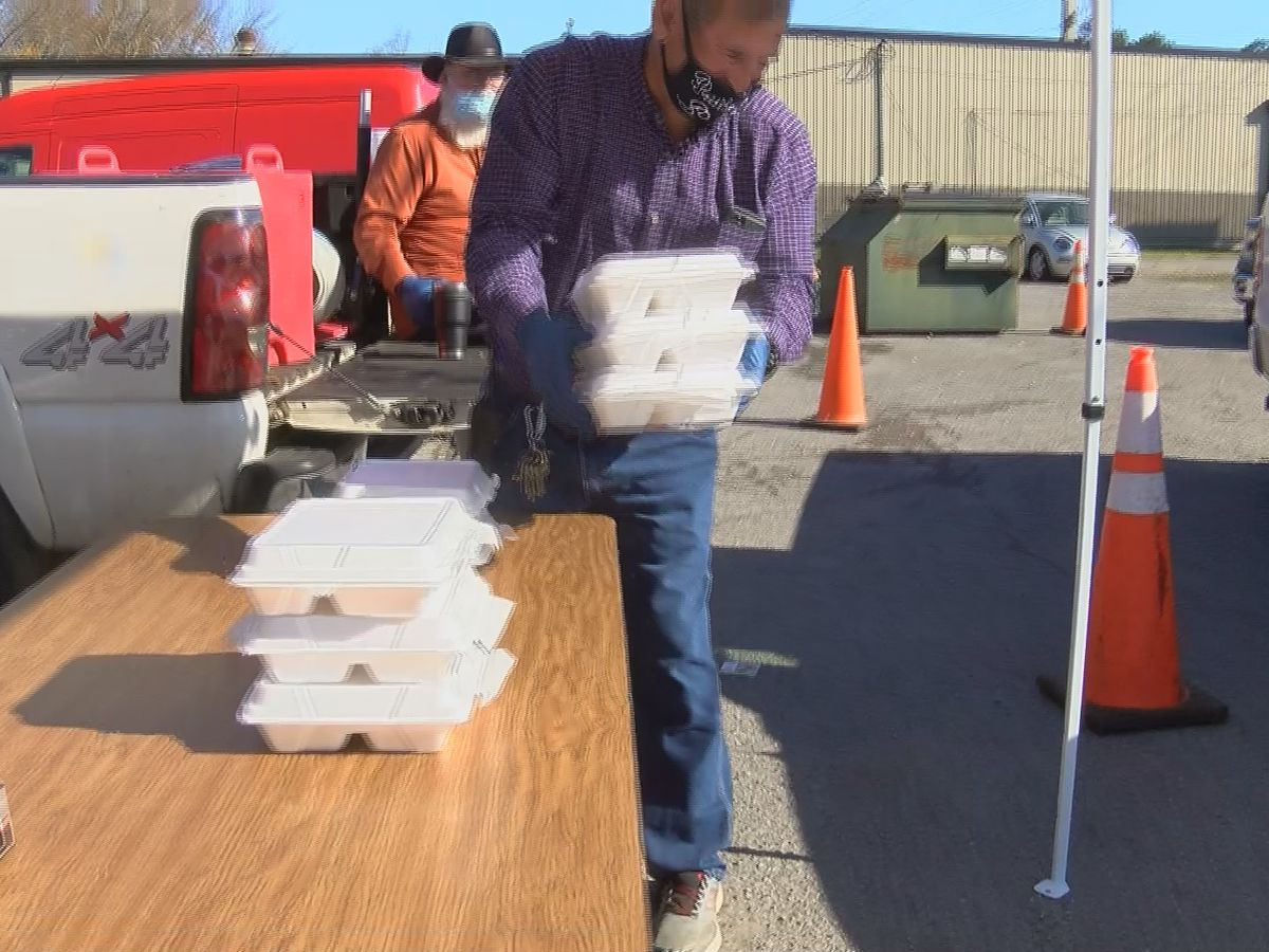Scottsboro restaurant serves free Thanksgiving meals to families