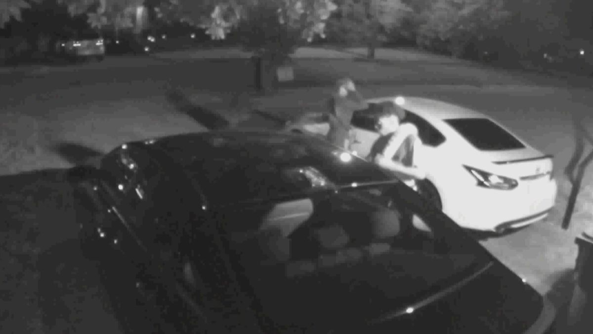 Crime Stoppers: 2 sought after in NW Huntsville car break-in