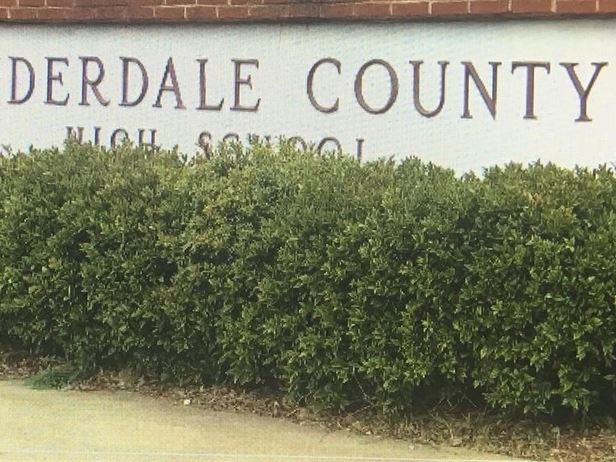 Lauderdale County scrambling to fill school jobs