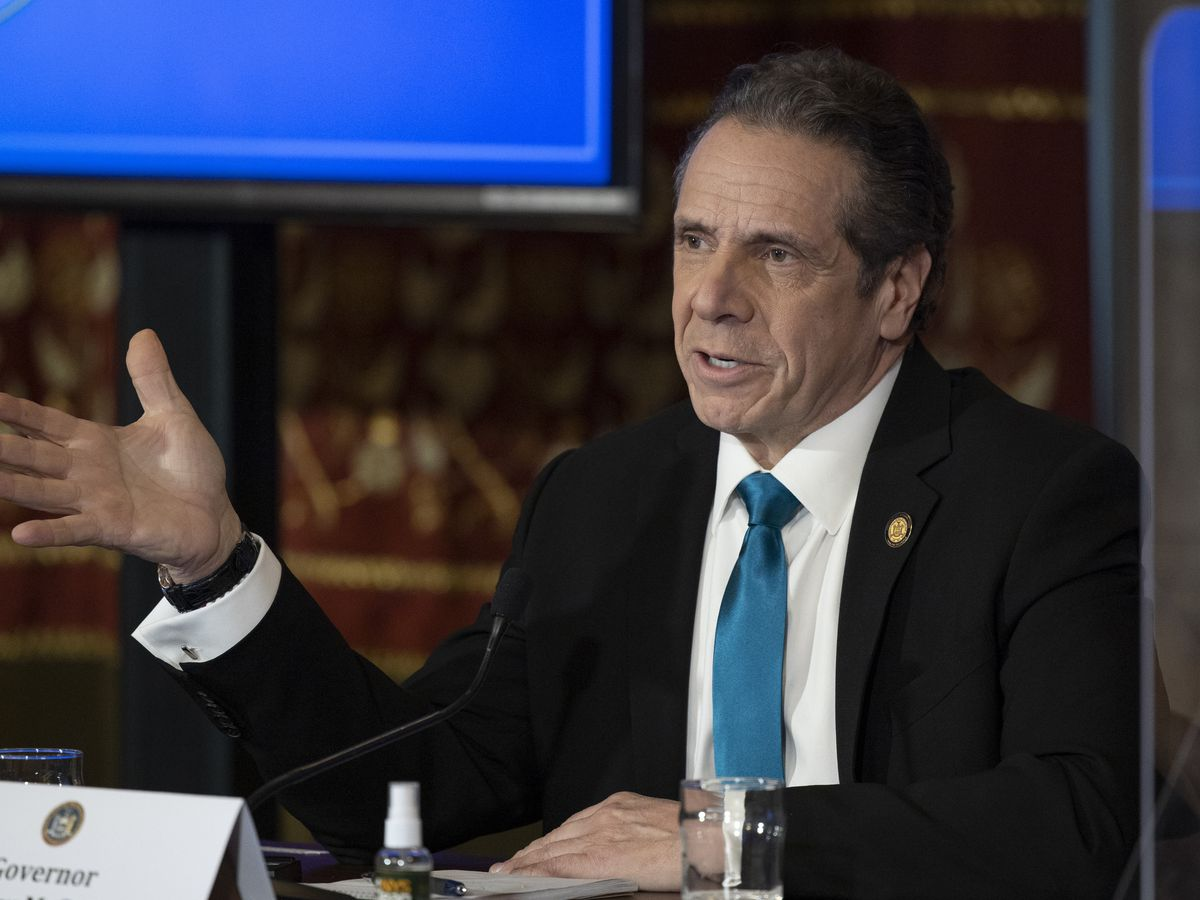 Cuomo defiant as top New York lawmakers call on him to quit