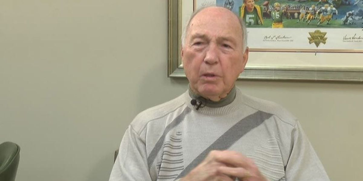 Former Alabama quarterback Bart Starr has passed away