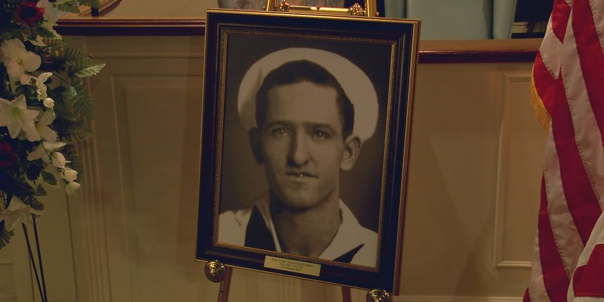 Hundreds honor WWII veteran to be buried at home in Limestone County