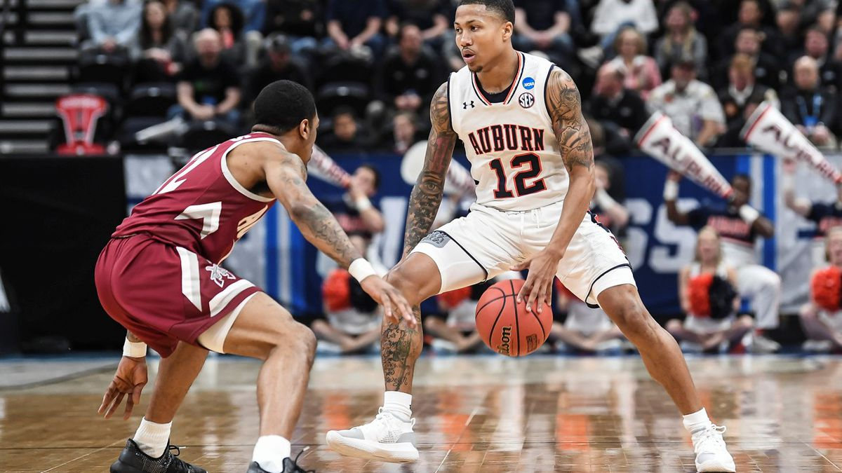 Missed FTs, late pass cost NM State in 78-77 loss to Auburn