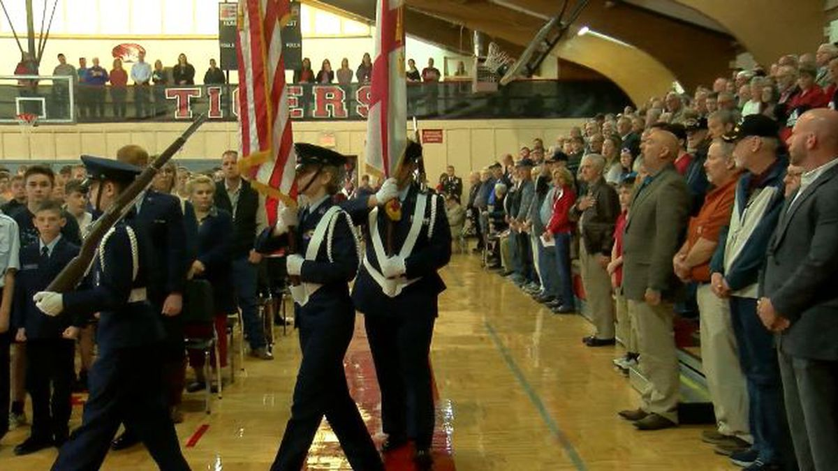 Hartselle students host veterans to thank, learn from them