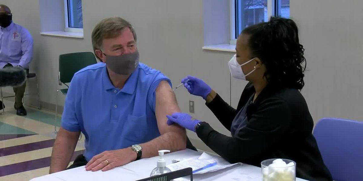 Huntsville Mayor Tommy Battle, community leaders to receive COVID-19 vaccine