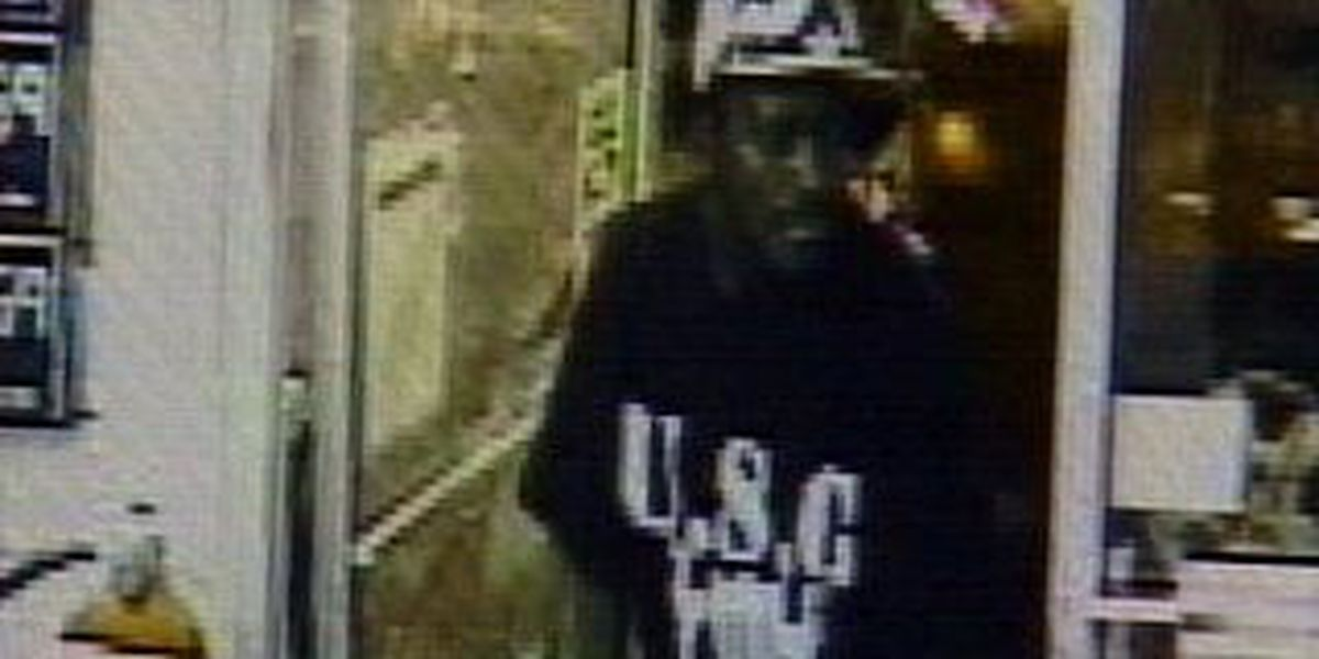 Crooks rob store and attendant in Jackson County