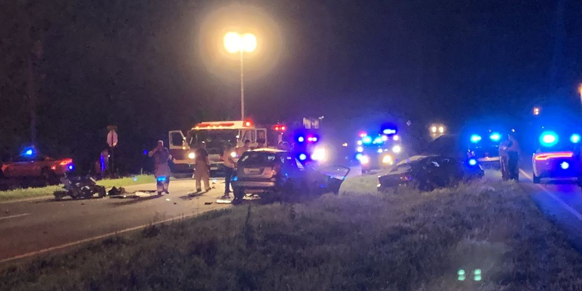 1 killed, 3 injured in 3-vehicle wreck in Athens