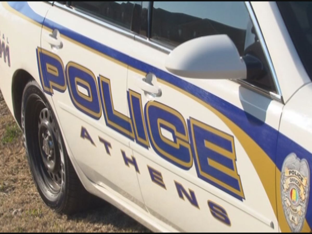 Man killed in Athens wreck