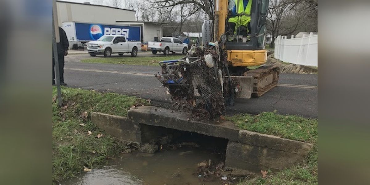 Shopping cart in storm drain causes flooding in Bessemer