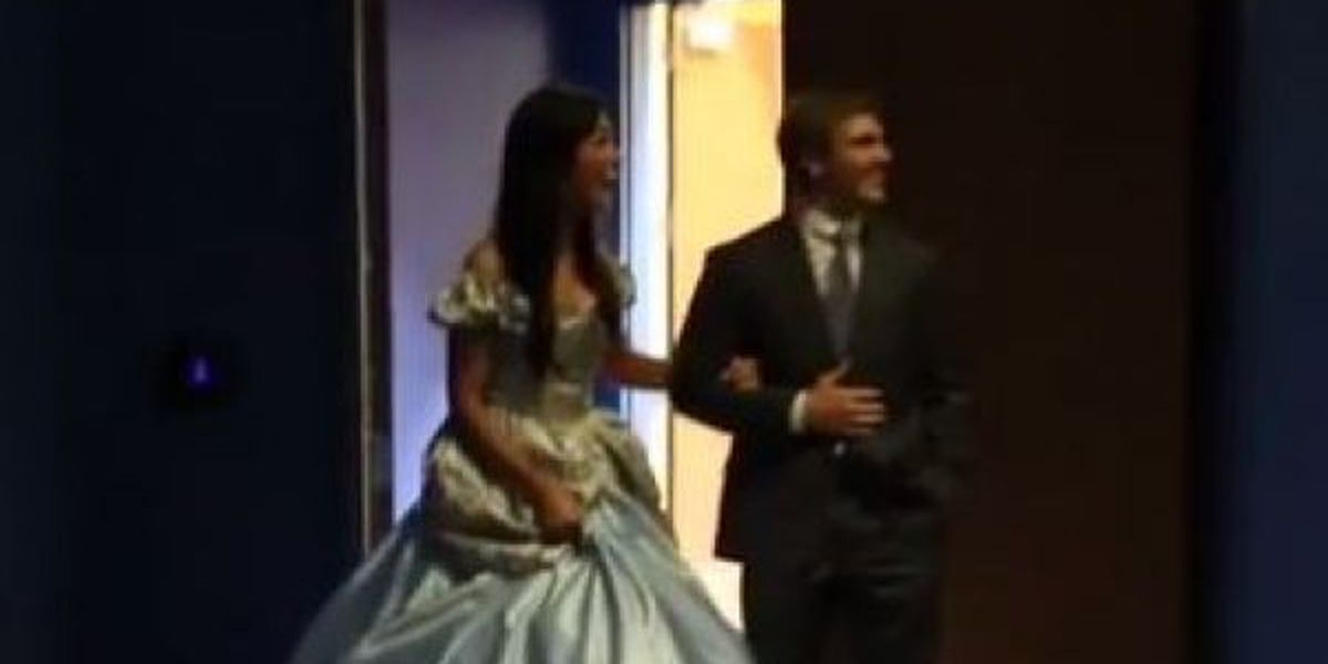 VIDEO: Man gives girlfriend a real fairytale ending
