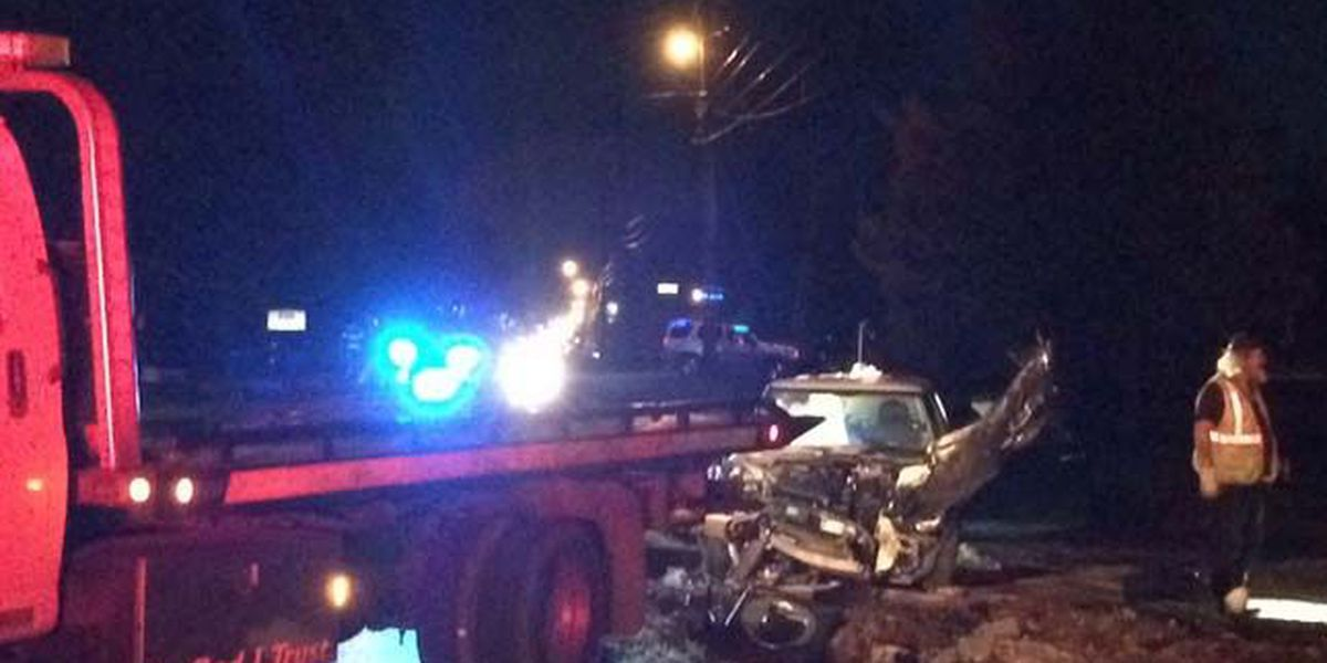 2 transported to hospital after wreck on Wall Triana