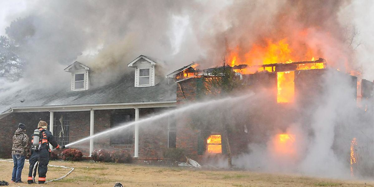 Firefighter injured in Colbert County house fire