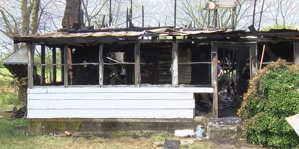 2 killed in early morning fire in Lauderdale County