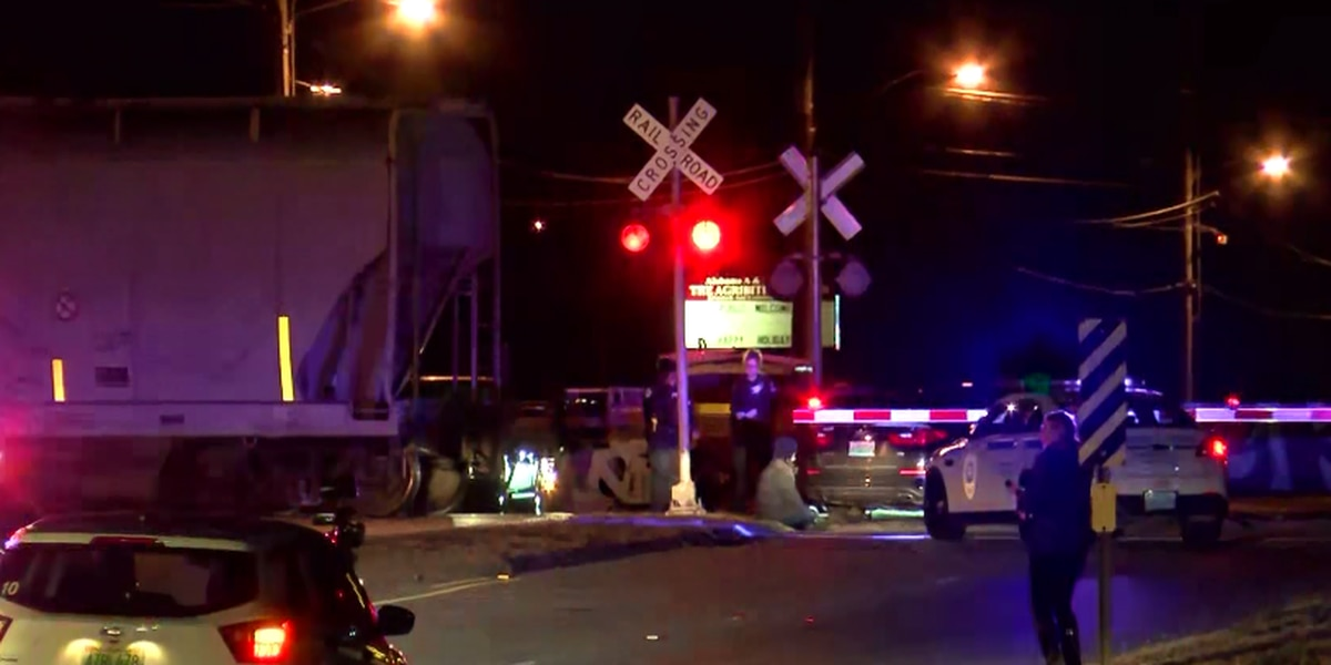 Traffic back to normal after Moores Mill Rd. train collision
