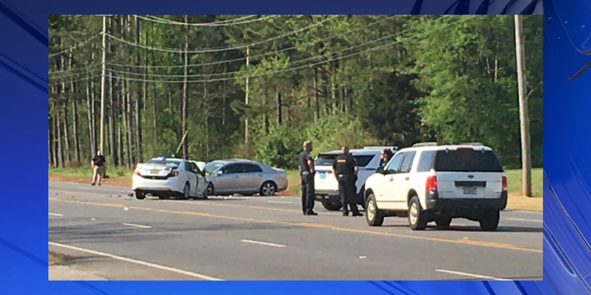 3 people injured in head-on collision near Patton Road in Huntsville