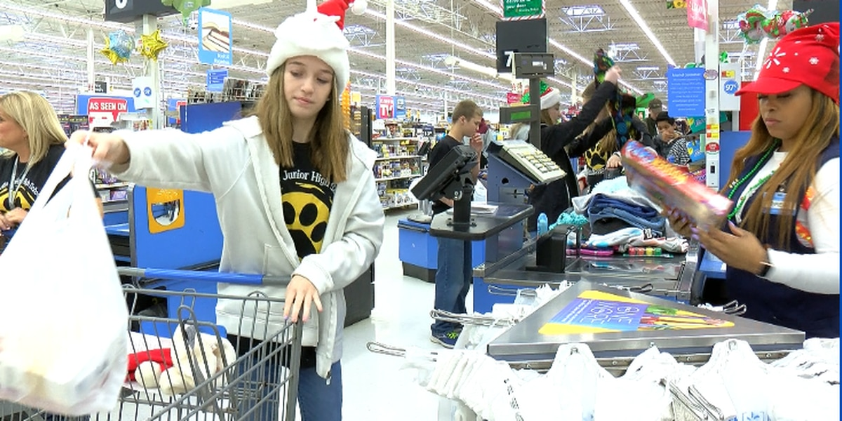Priceville Jr. High students fill carts for children in need
