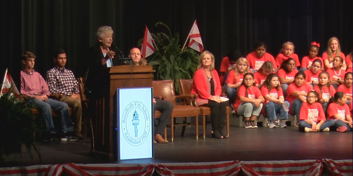Gov. Ivey honors Russellville Elementary as bicentennial school