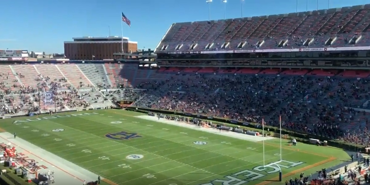 Auburn falls to No. 5 Texas A&M 31-20 in final home game of season