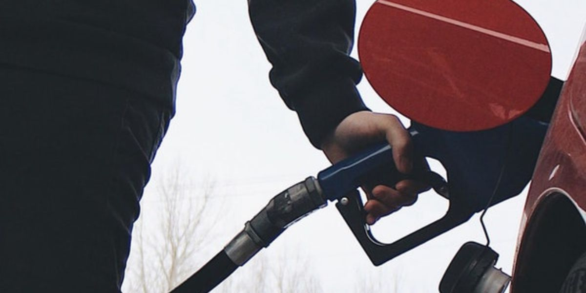 Gas prices plunge ahead of holiday driving