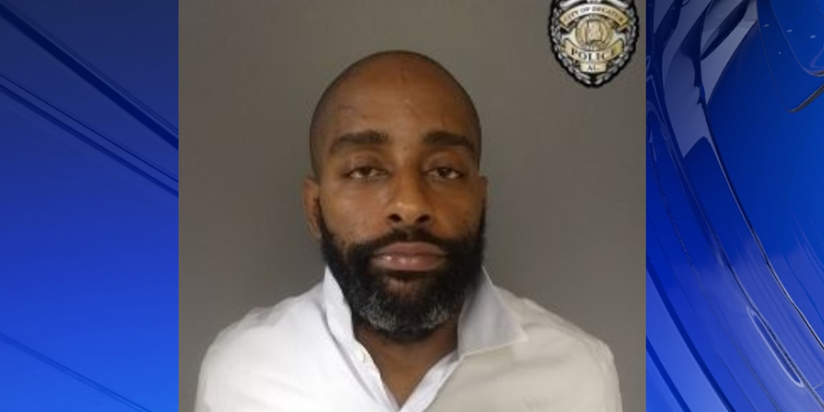 Police arrest one man after he robbed victim at gunpoint in Decatur gas station