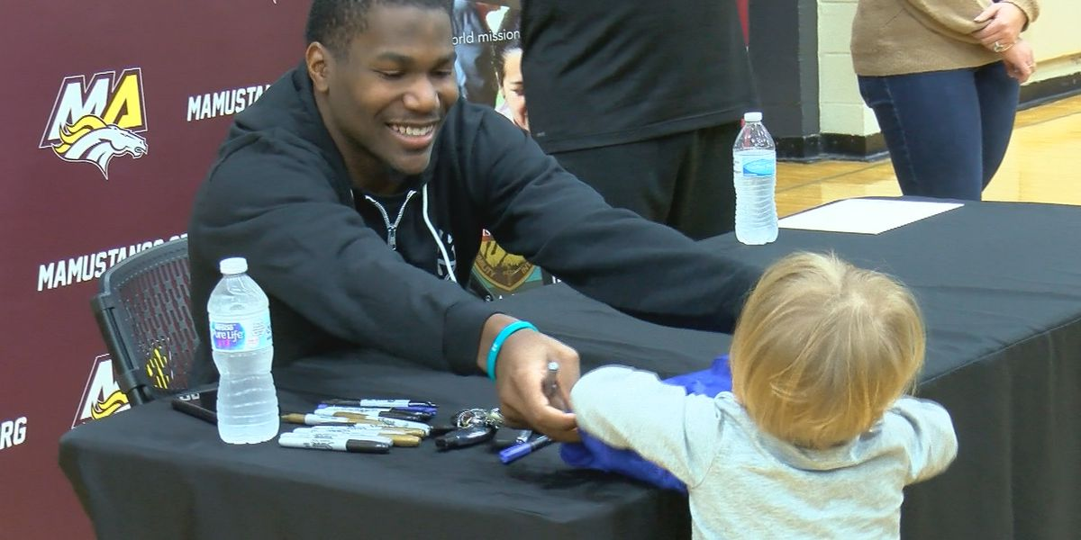 NFL player Kerryon Johnson donates to Madison Academy field house