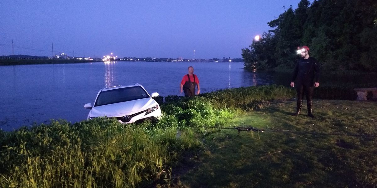 Crews pull car out of Tennessee River, police investigating