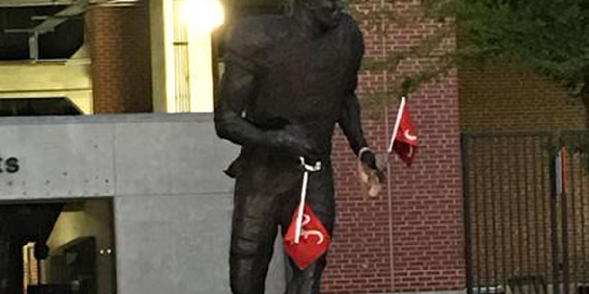 Cam Newton statue at AU found with Alabama flags