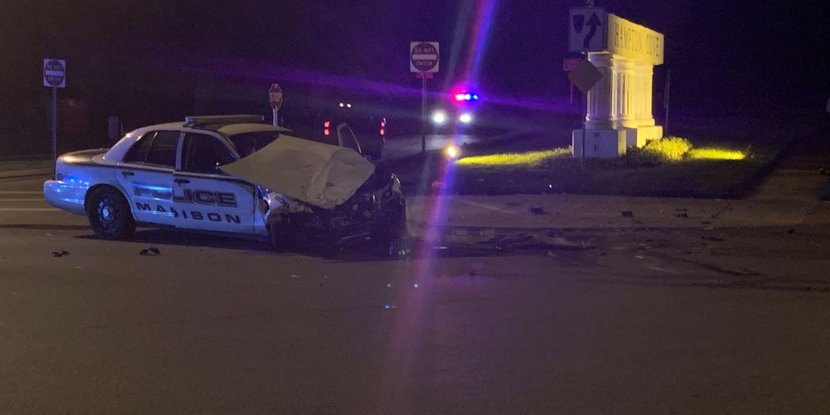 4 injured in Madison police car wreck in Hampton Cove