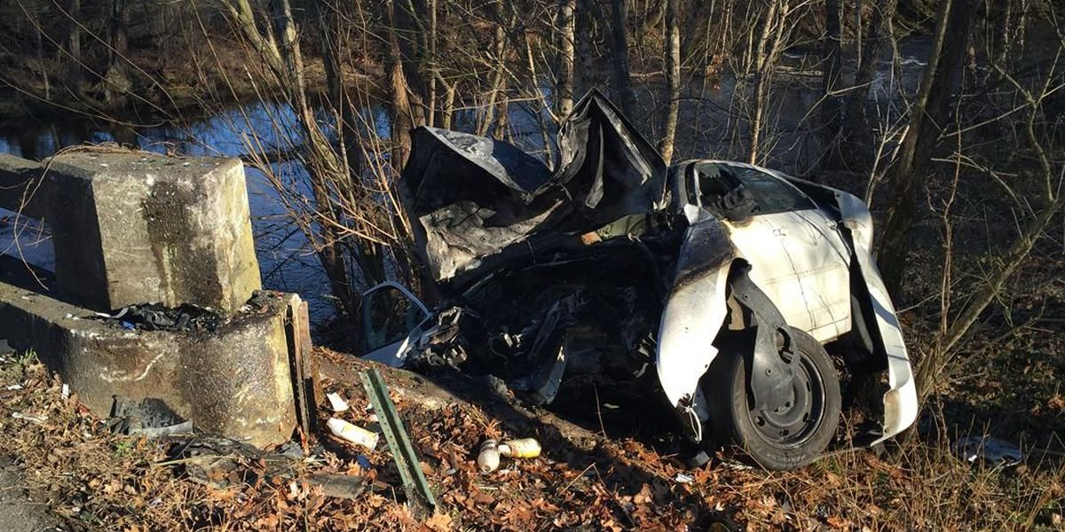 3 people injured in car accident in Athens