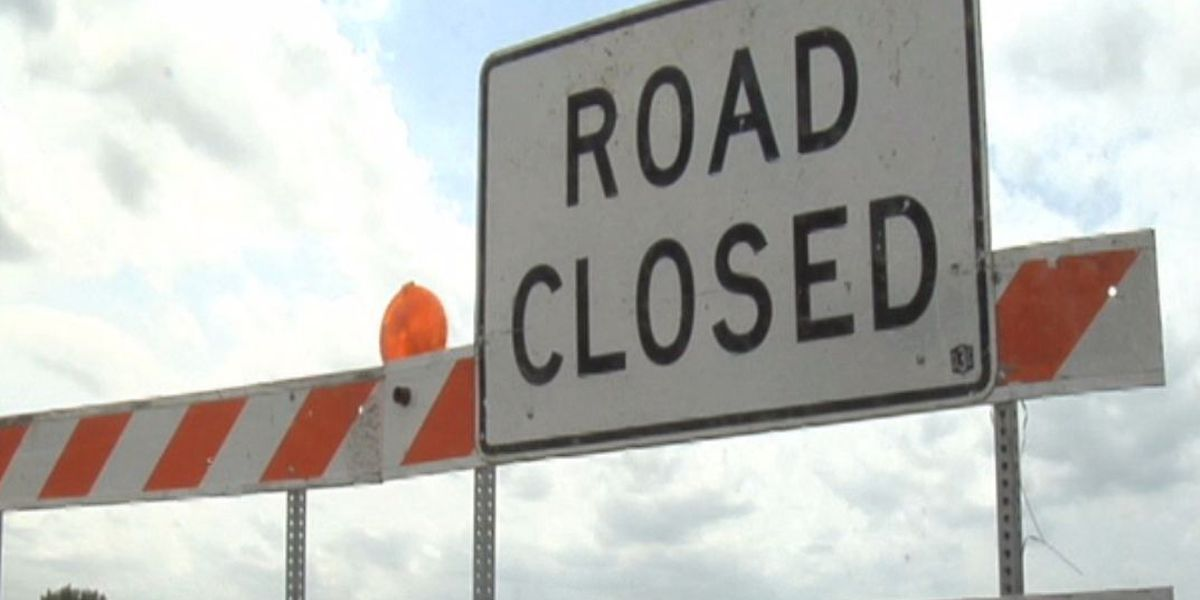 Part of Highway 31 closed in Decatur due to 18-wheeler catching fire