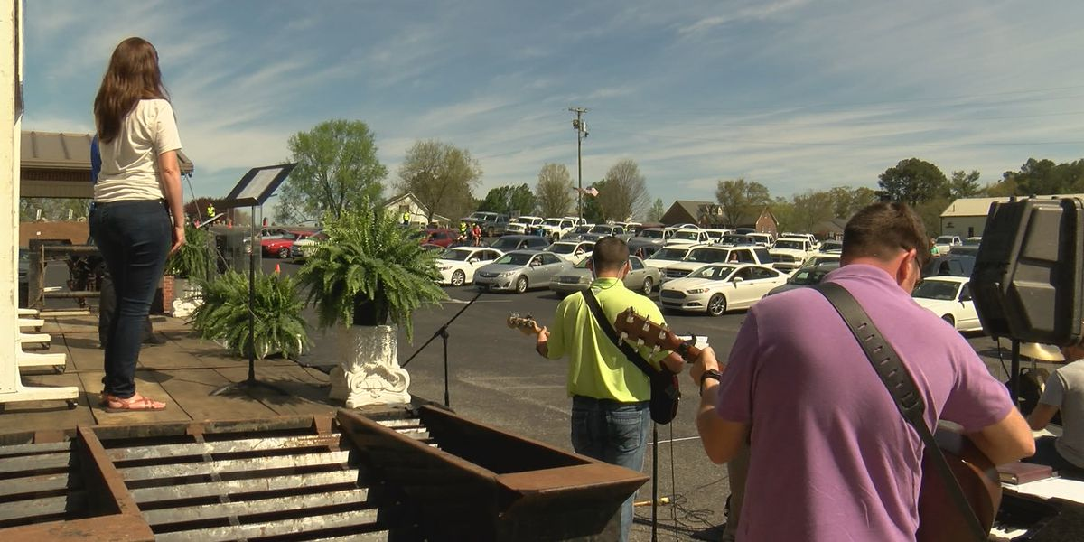 Albertville church hosts drive-in service