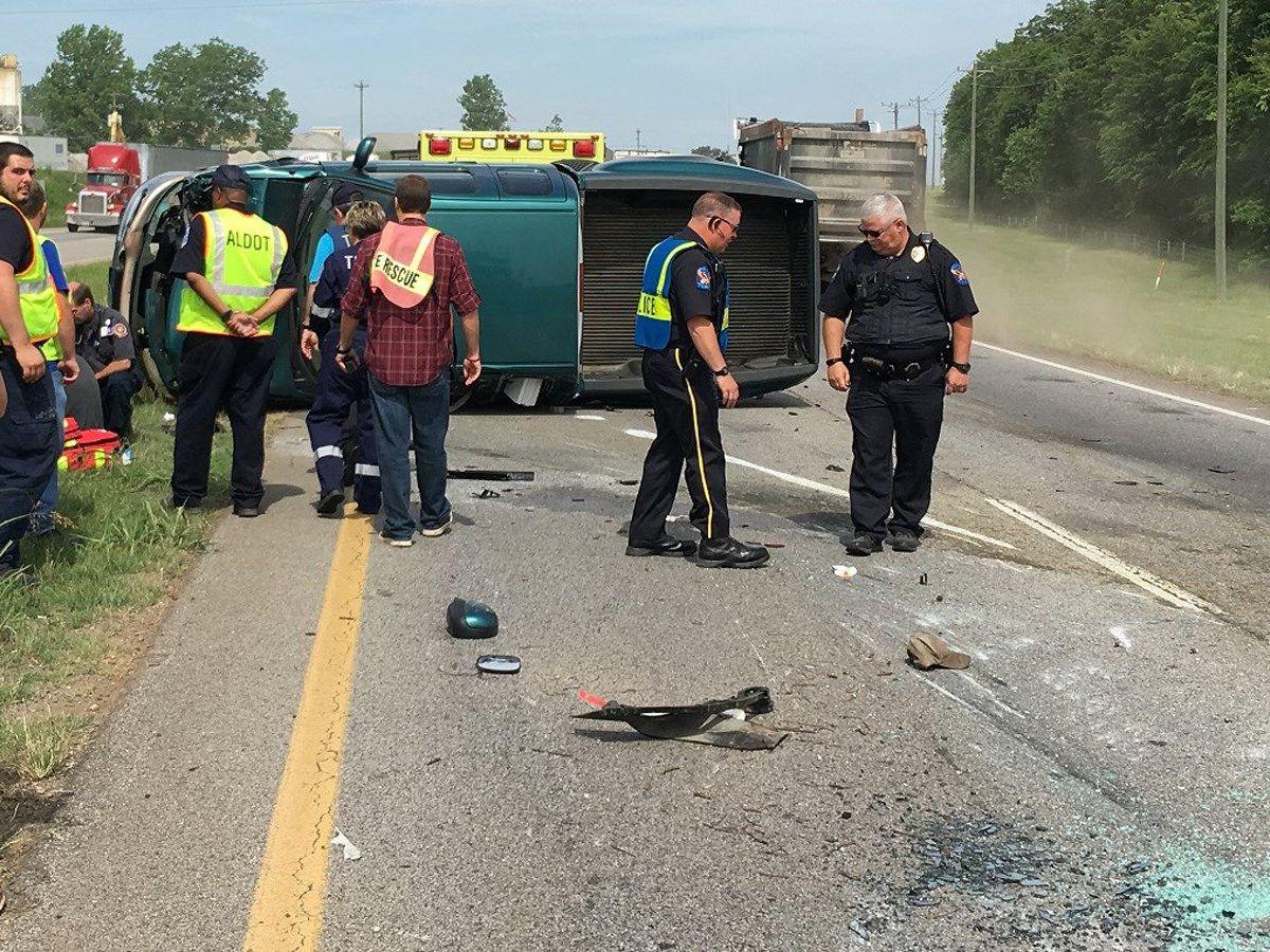 1 injured in Decatur Highway 20 wreck