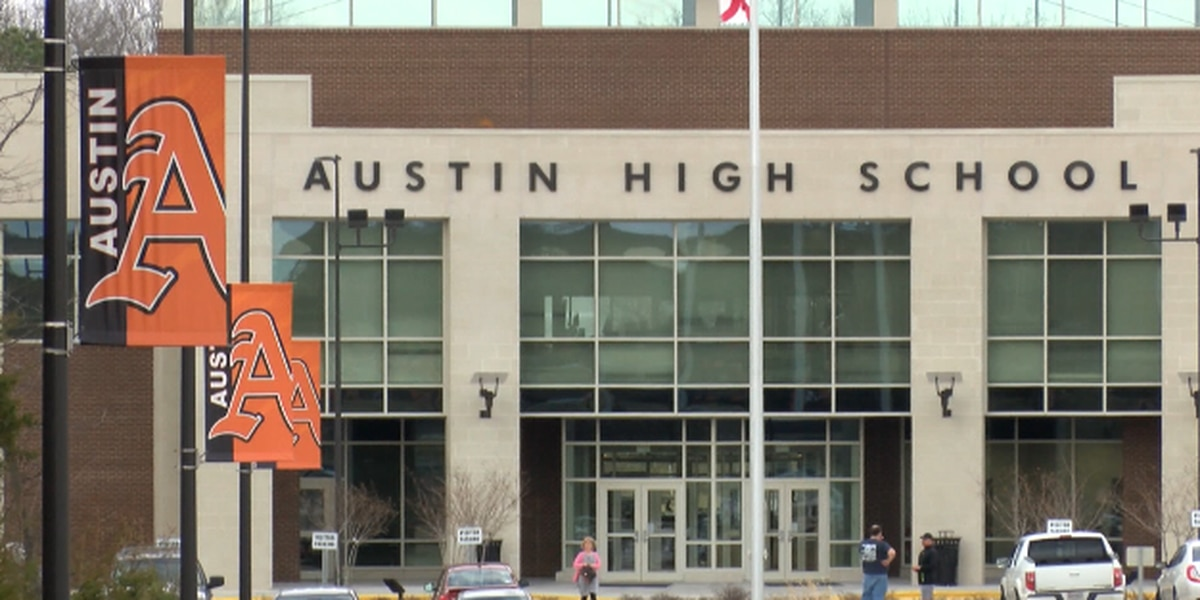Austin High School could see new traffic light