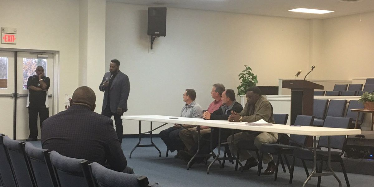 Meeting held in support of Tanner High School principal on leave