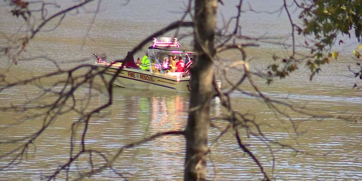 No signs of life after helicopter crashes into Lake Mitchell
