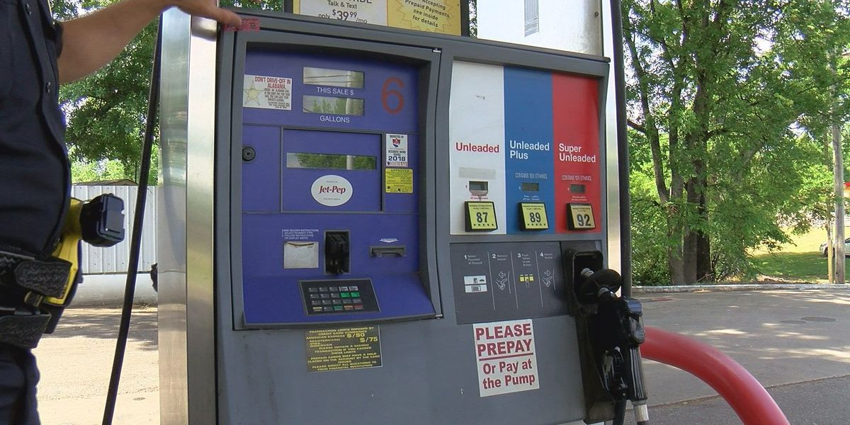 Police: Use caution when paying with plastic at the pump