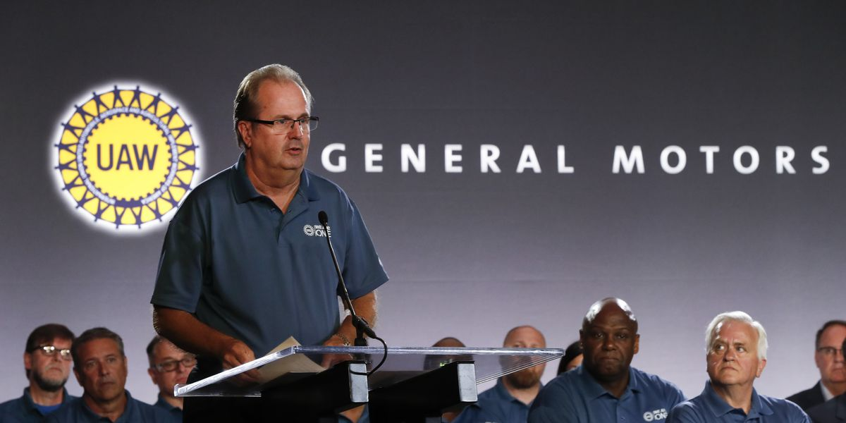 Strike looms at GM as UAW extends Ford, Fiat Chrysler pacts
