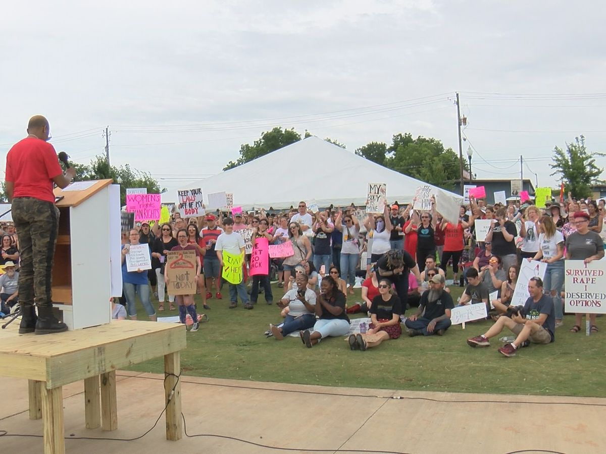 Hundreds gather in Huntsville for rally over abortion law