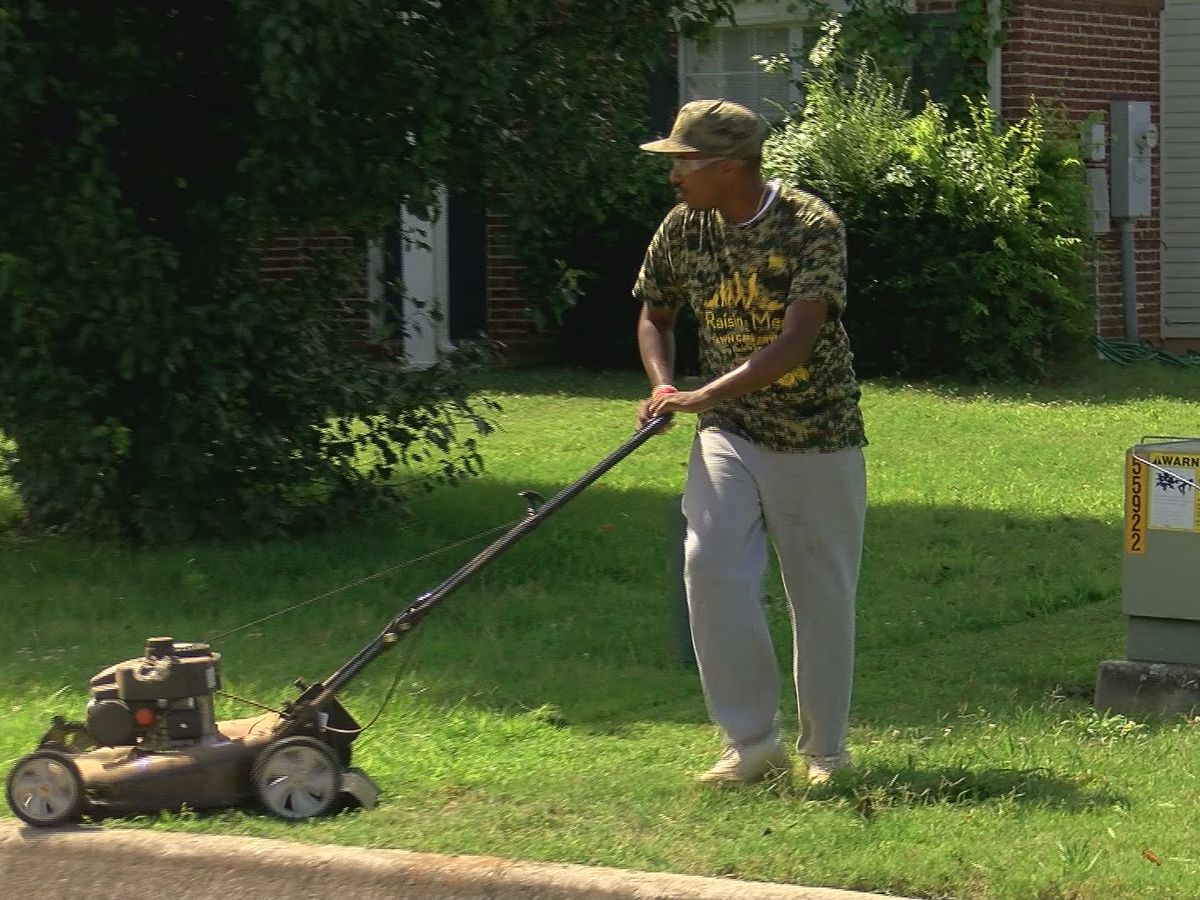 Alabama lawn mowing man, Rodney Smith Jr., fighting to stay in the U.S.