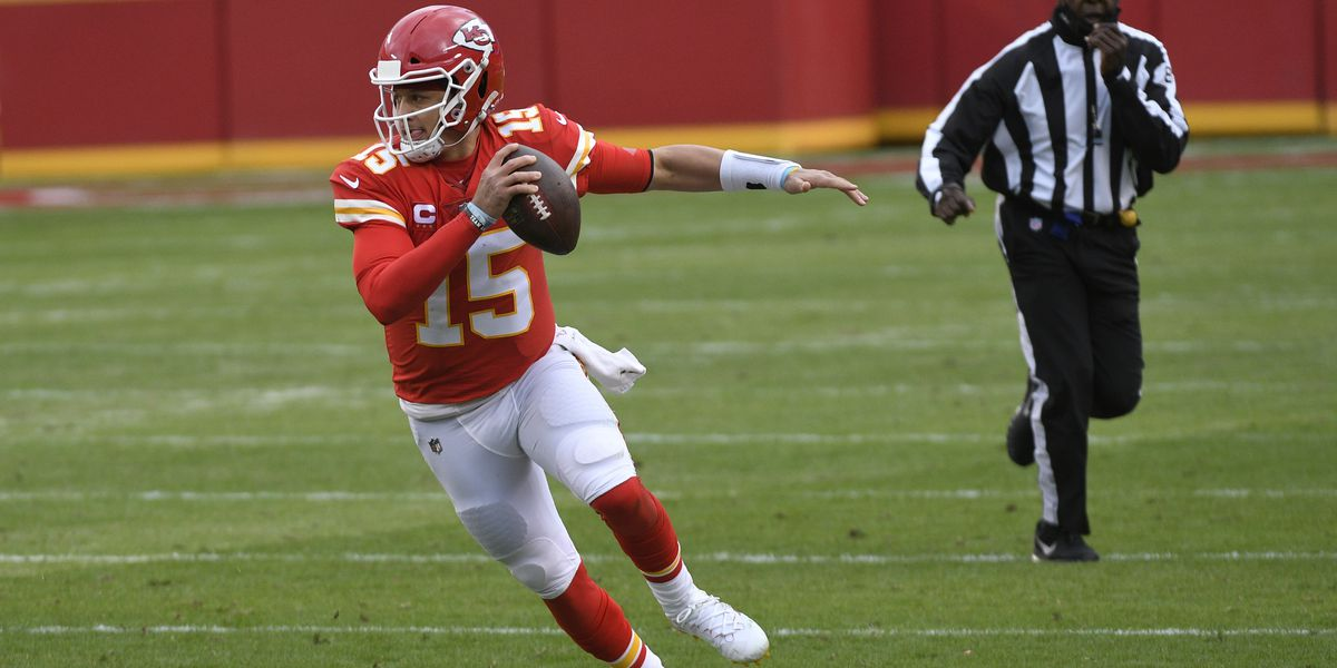 Chiefs QB Mahomes sent to locker room in game vs Browns