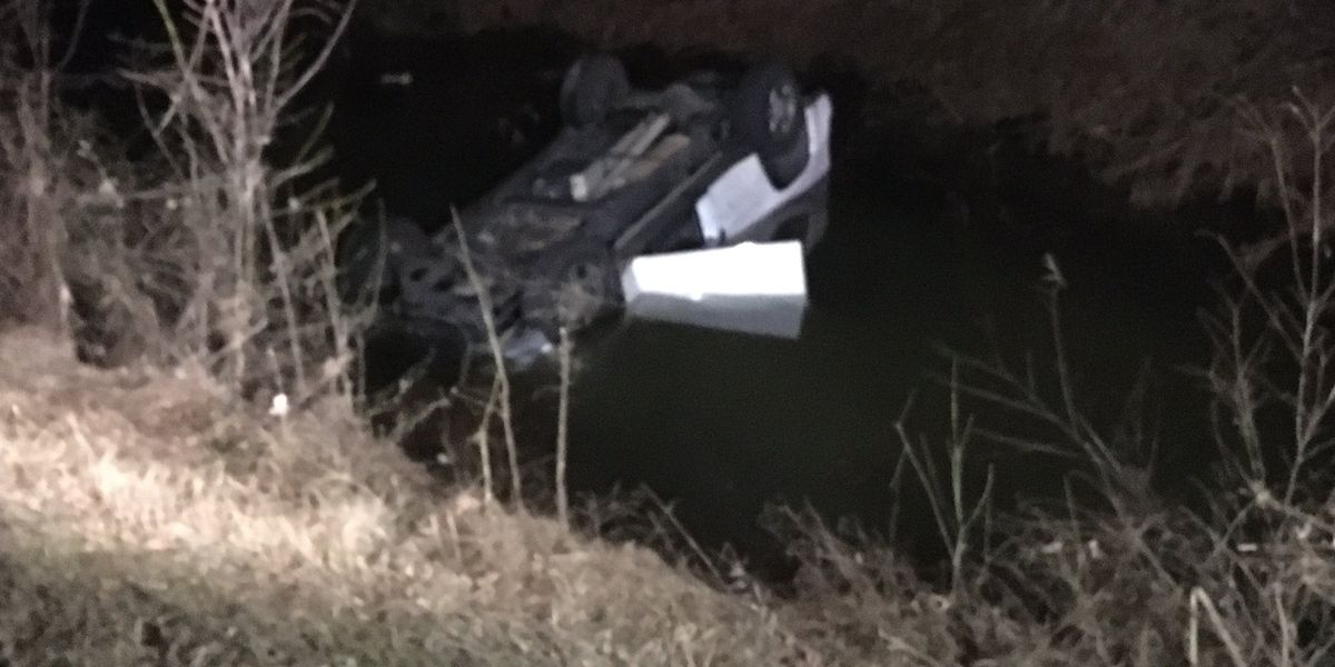 Man pulled from submerged car near Huntsville Brownsferry Road