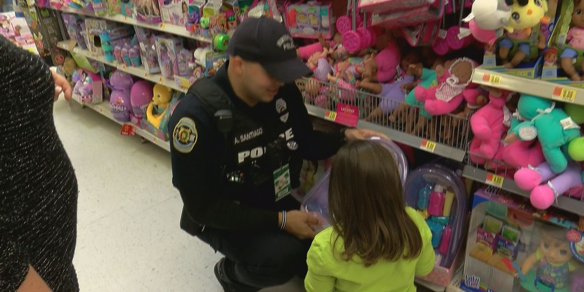 Hometown 'heroes' take kids shopping for Christmas