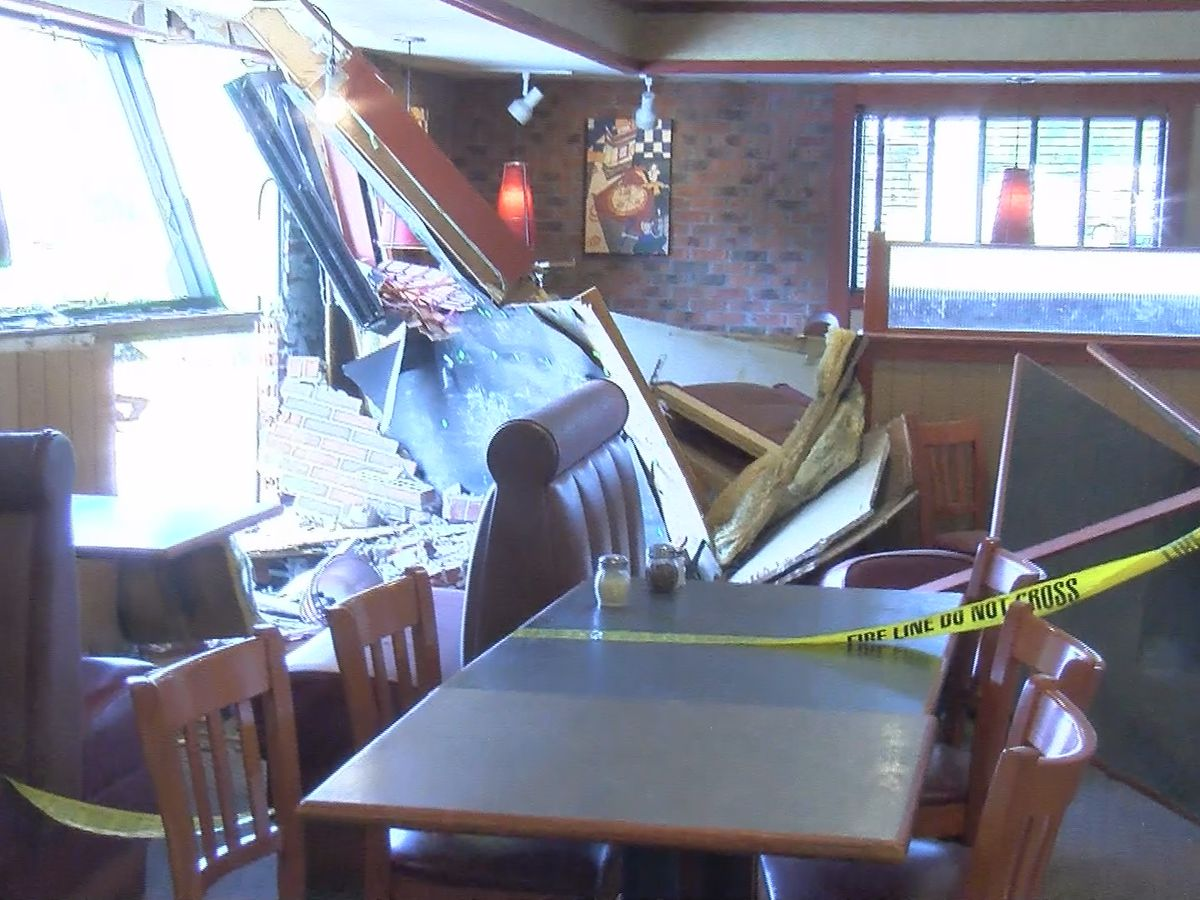 Car crashes into Pizza Hut in south Huntsville