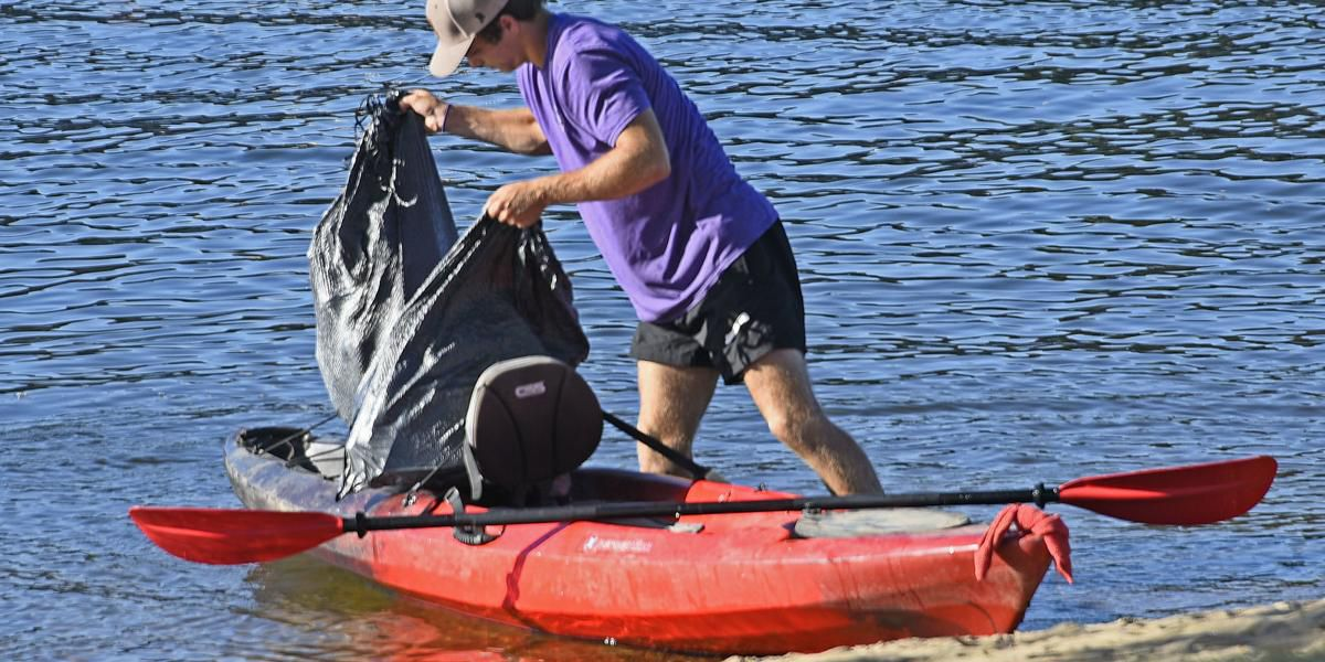 Volunteers participate in Tennessee River Litter Tournament