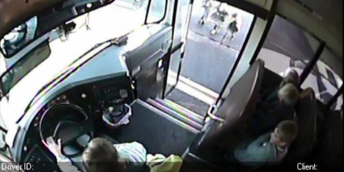 Video shows WA children nearly struck by SUV passing stopped school bus