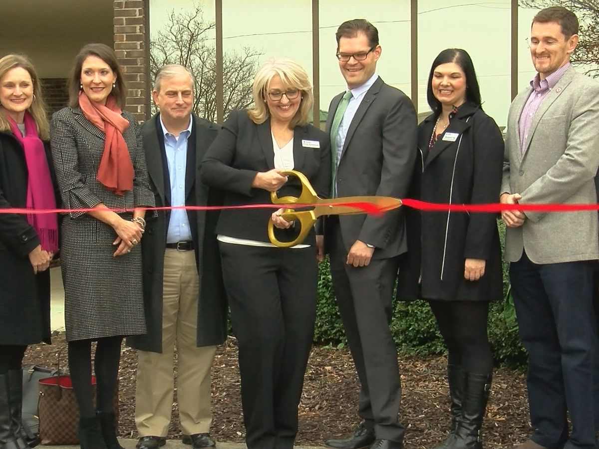 Red Cross cuts ribbon, celebrates new Huntsville location